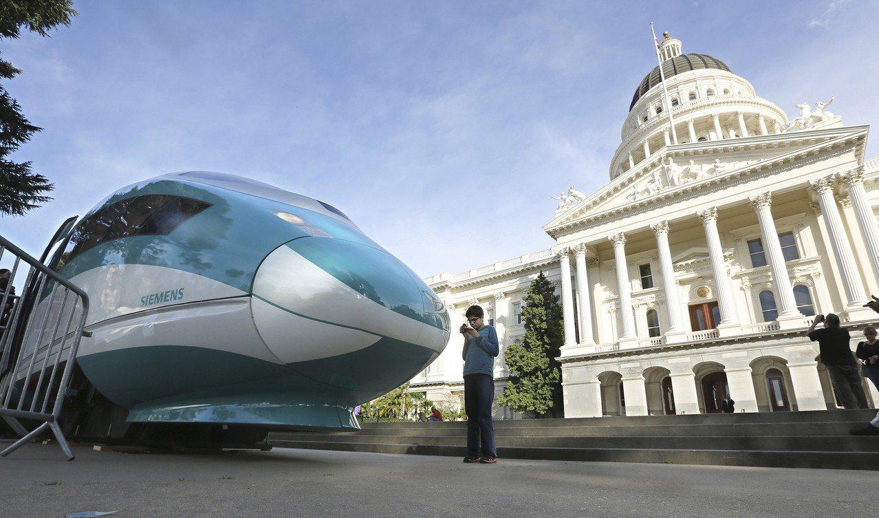 川普政府19日宣布,將追討並取消聯邦政府提供加州興建高鐵的35億美元經費。圖為加...