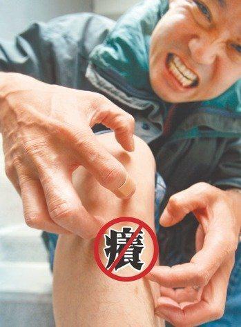 一名13歲國中二年級男學生,從小就患有異位性皮膚炎,全身9成以上的皮膚都有病灶,...