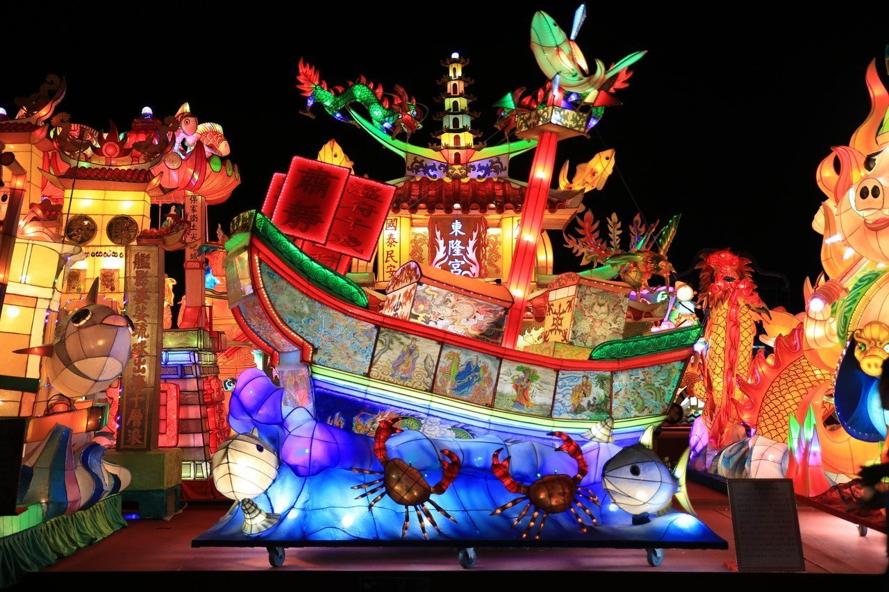 圖為屏東監獄收容人製作的「迎王平安祭典」花燈,一舉拿下特優。圖/屏東監獄提供
