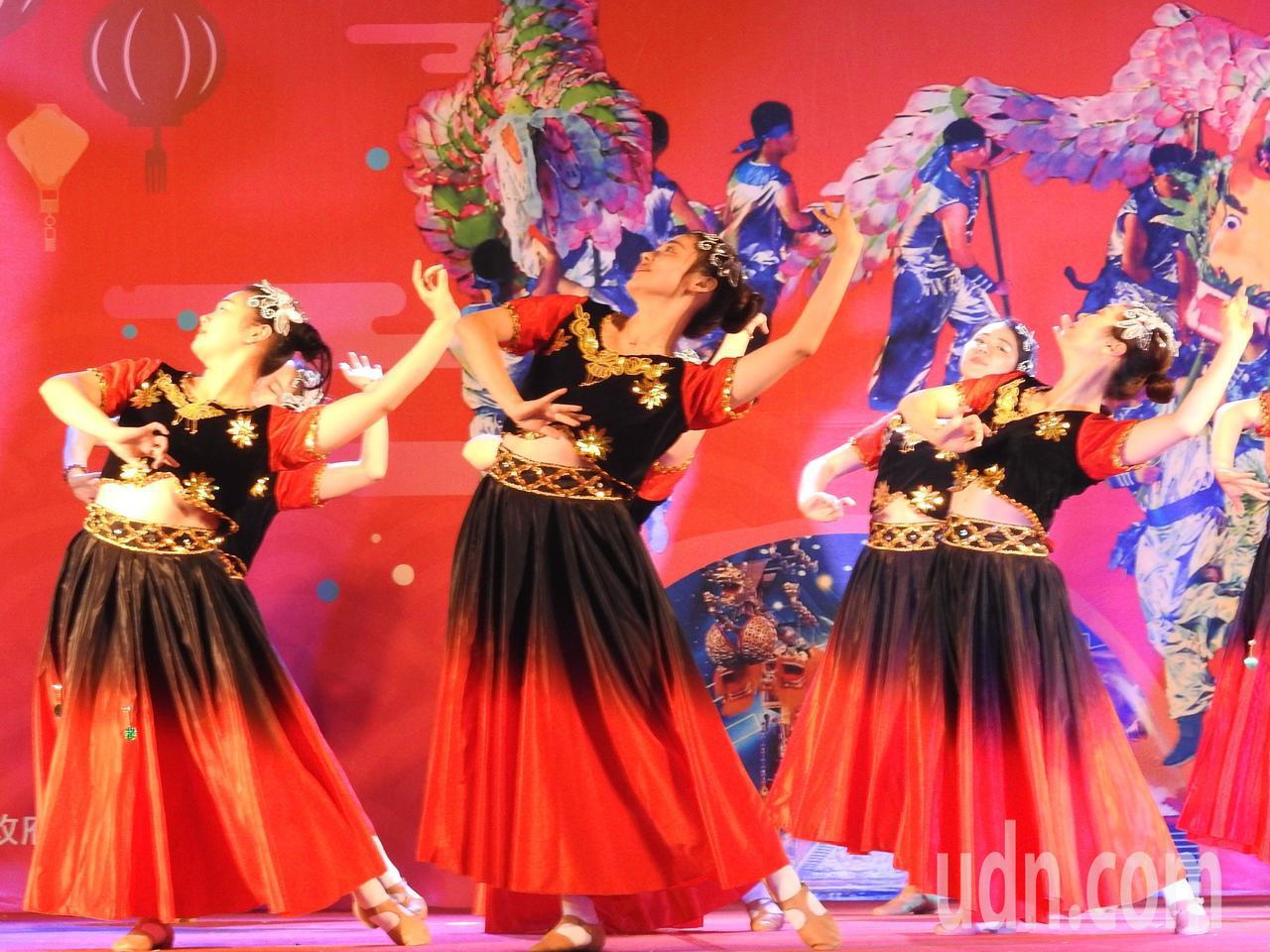 詩畫浙江燈彩藝術表演涵蓋多元,除百葉龍、九獅圖,還有「維族舞」花兒為什麼怎麼紅等...