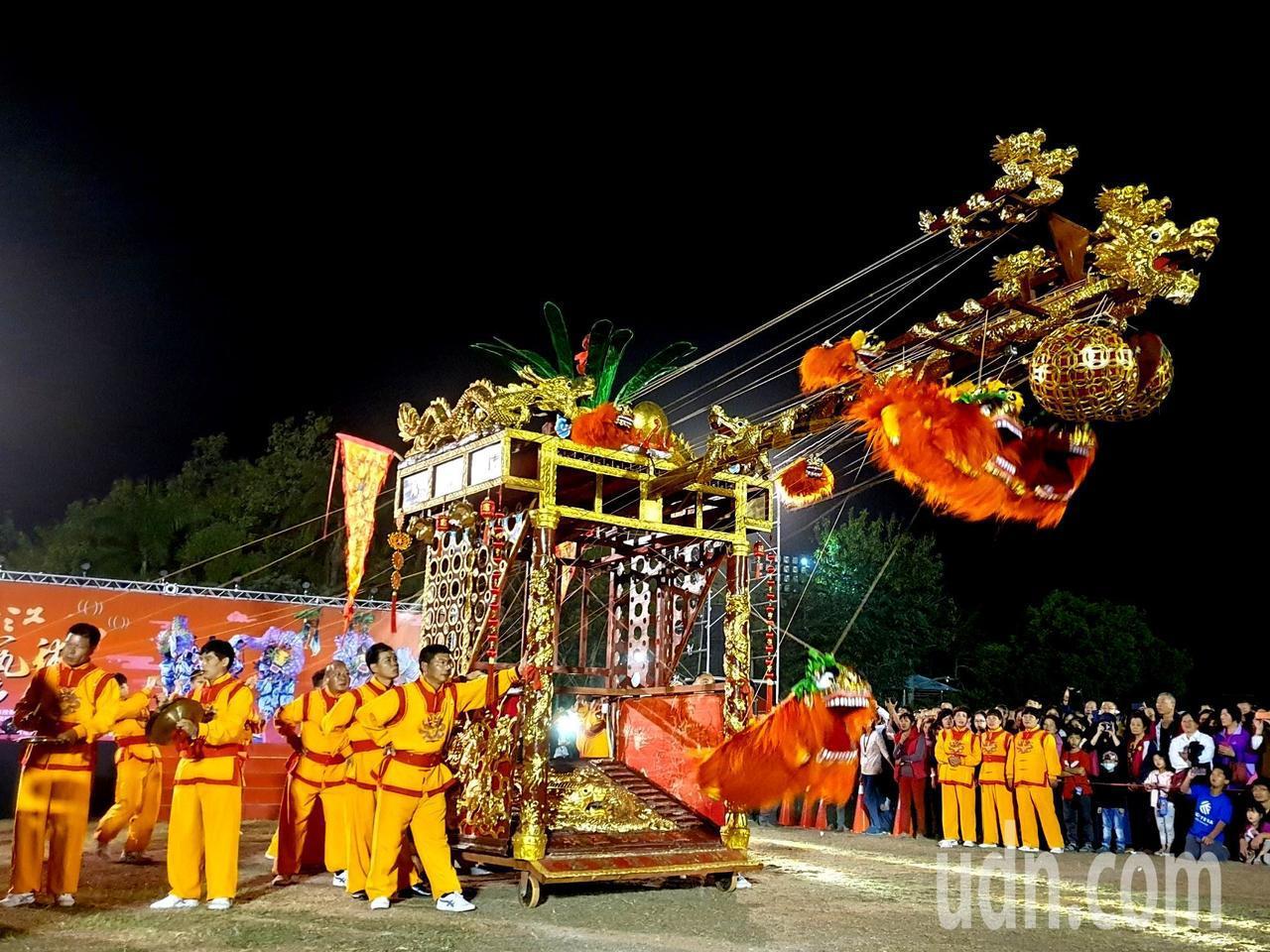永康九獅圖是浙江鬧元宵獨特舞獅,由獅籠後拉線人操縱纖繩,妙趣橫生,有別於傳統舞獅...