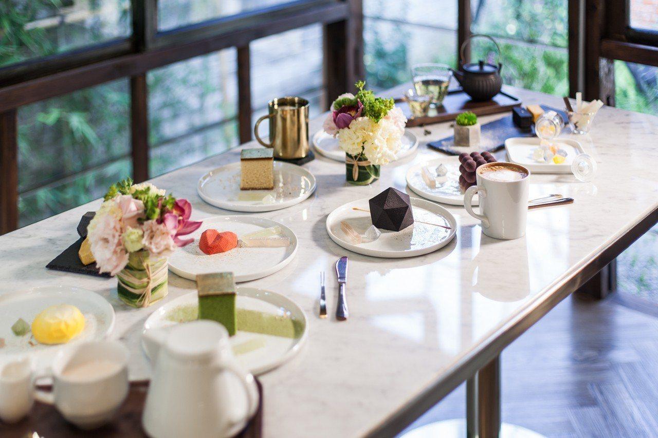 同步提供咖啡、茶飲,與甜點組合成精美的下午茶。圖/金錦町提供