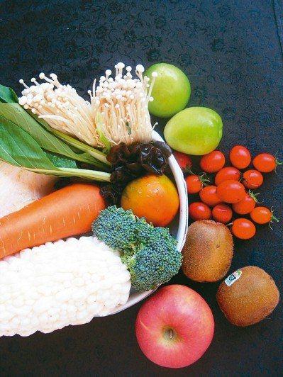 為家人料理餐食,少油少鹽少糖是基本,暴飲暴食不可取,運動持之以恆,才能健康長壽又...