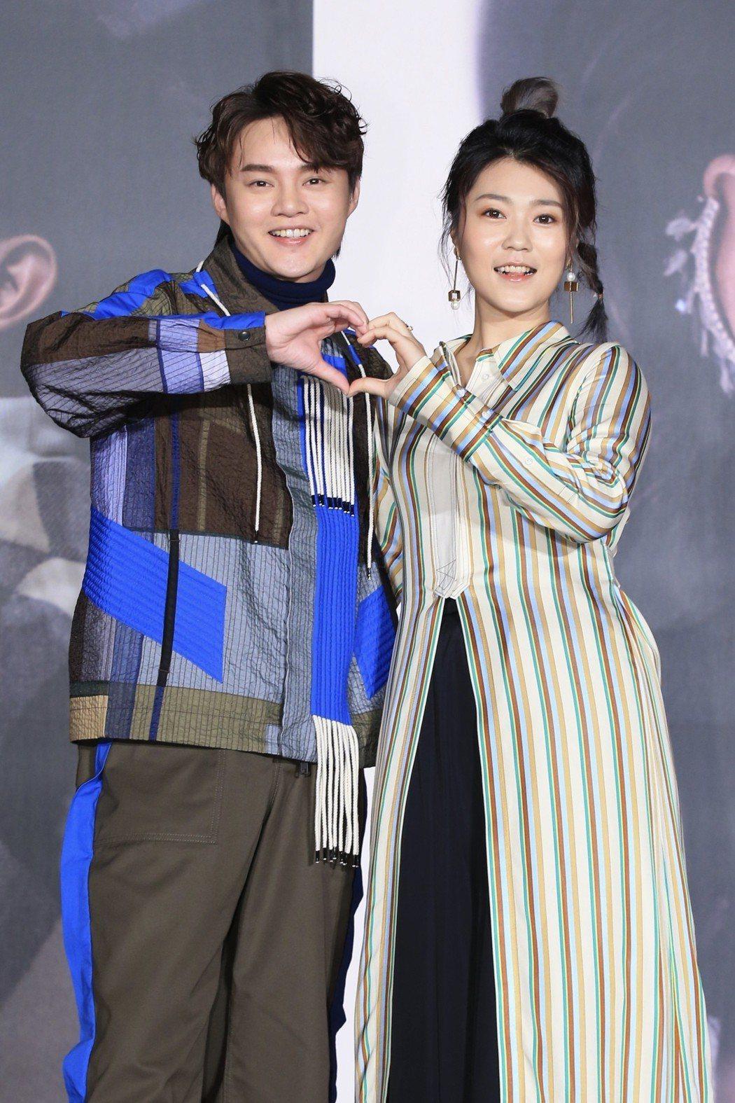 許富凱(左)、曹雅雯將在4月舉辦個人演唱會。記者林伯東/攝影