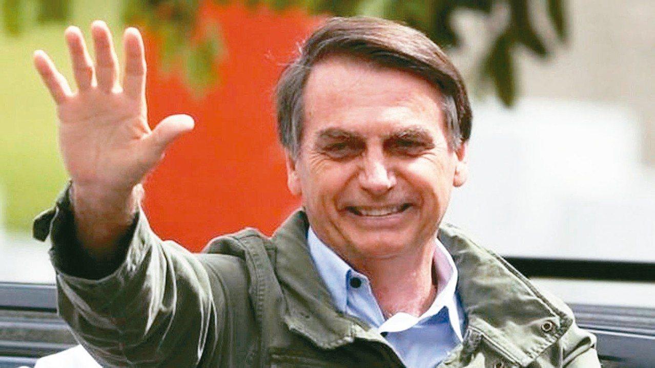 巴西總統波索納洛建議調高退休年齡,男性調為65歲,女性則為62歲。 路透