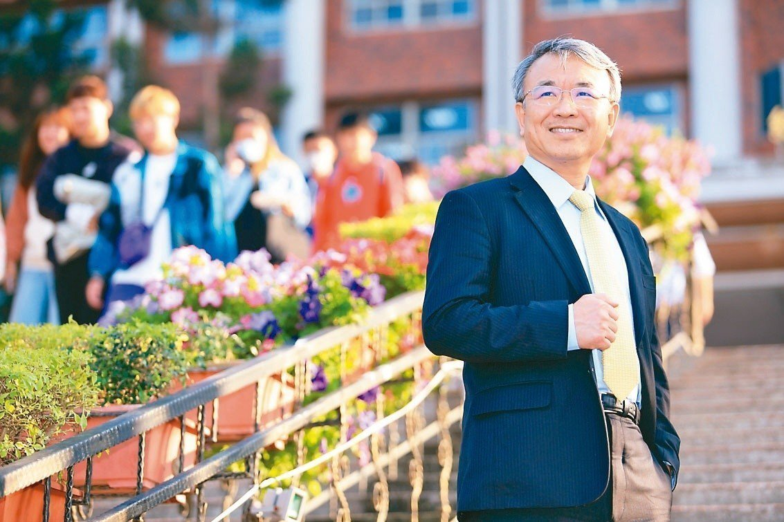 義守大學校長陳振遠表示,義大近年連續登上英國倫敦「泰晤士報」全球最佳大學排行榜,...