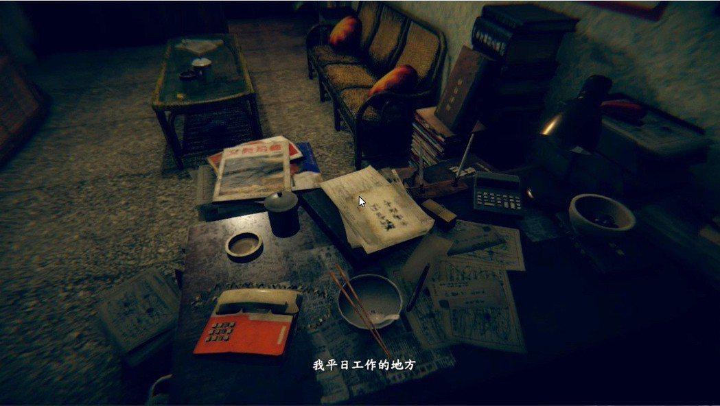大理石地板與沙發跟茶几,都帶有濃厚的懷舊味,比較特別的是橘色電話機,就小虎自己的...