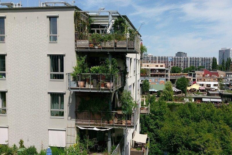 德國柏林的合作住宅River Spreefeld,透過合作社作保,讓經濟較為弱勢...
