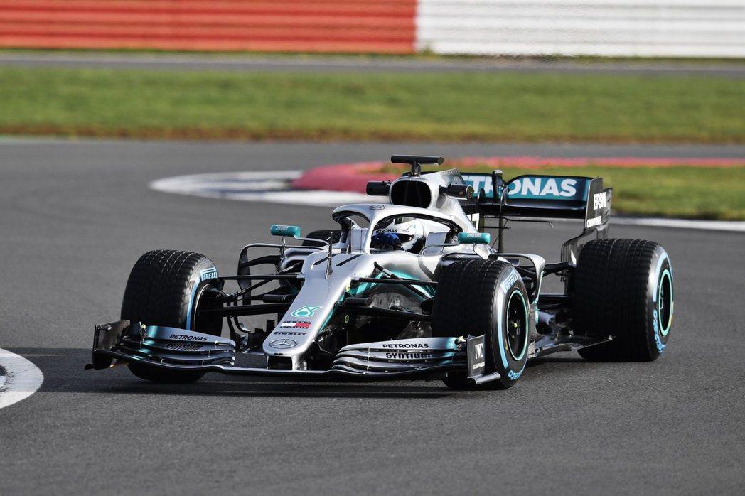 Mercedes-AMG Petronas「W10 EQ Power+」。 摘自...