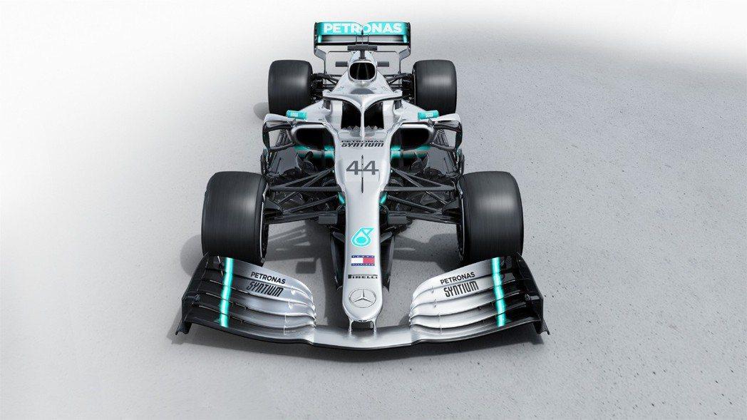 F1新賽季規定賽車鼻翼都要與前輪同寬。 摘自Mercedes