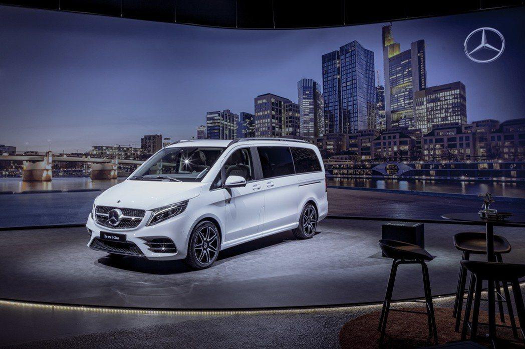 小改款Mercedes-Benz V-Class。 摘自Mercedes-Ben...