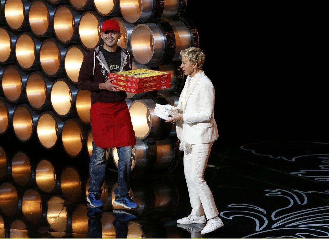 2014年第86屆奧斯卡典禮,主持人艾倫(Ellen DeGeneres)現場叫...