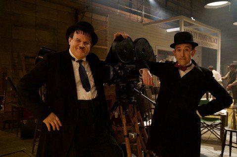 改編影史最偉大喜劇雙人組「勞萊與哈台」友誼故事的「喜劇天團:勞萊與哈台」,劇情聚焦他們爆紅後的20年,那時已成為「過氣天團」的他們,該如何透過巡迴演出重返巔峰。本片由奧斯卡入圍編劇傑夫波普(Jeff...