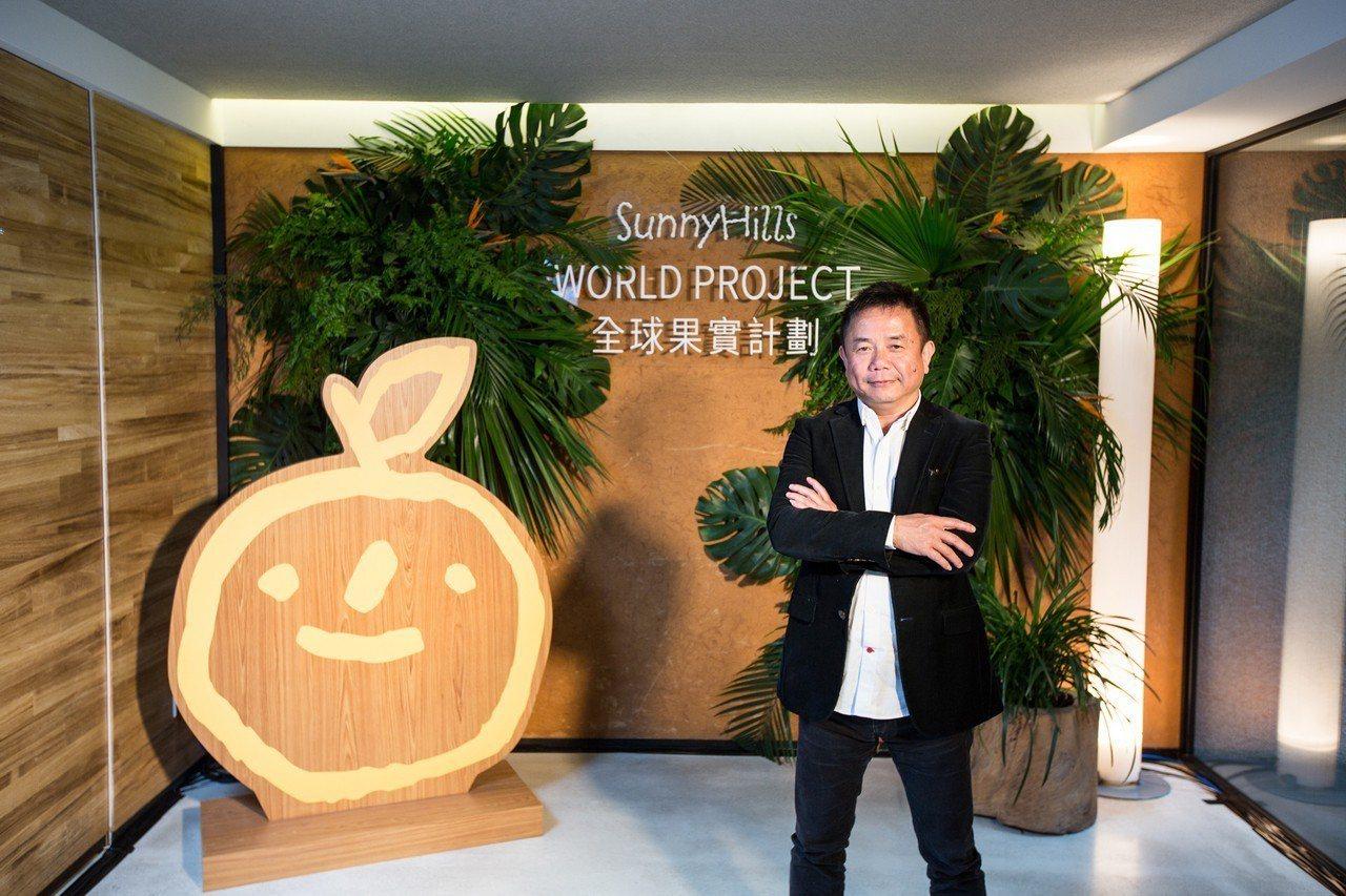 微熱山丘創辦人許銘仁推動「全球果實」計劃,和馬來西亞合作推出新口味的榴槤蛋捲,挑...