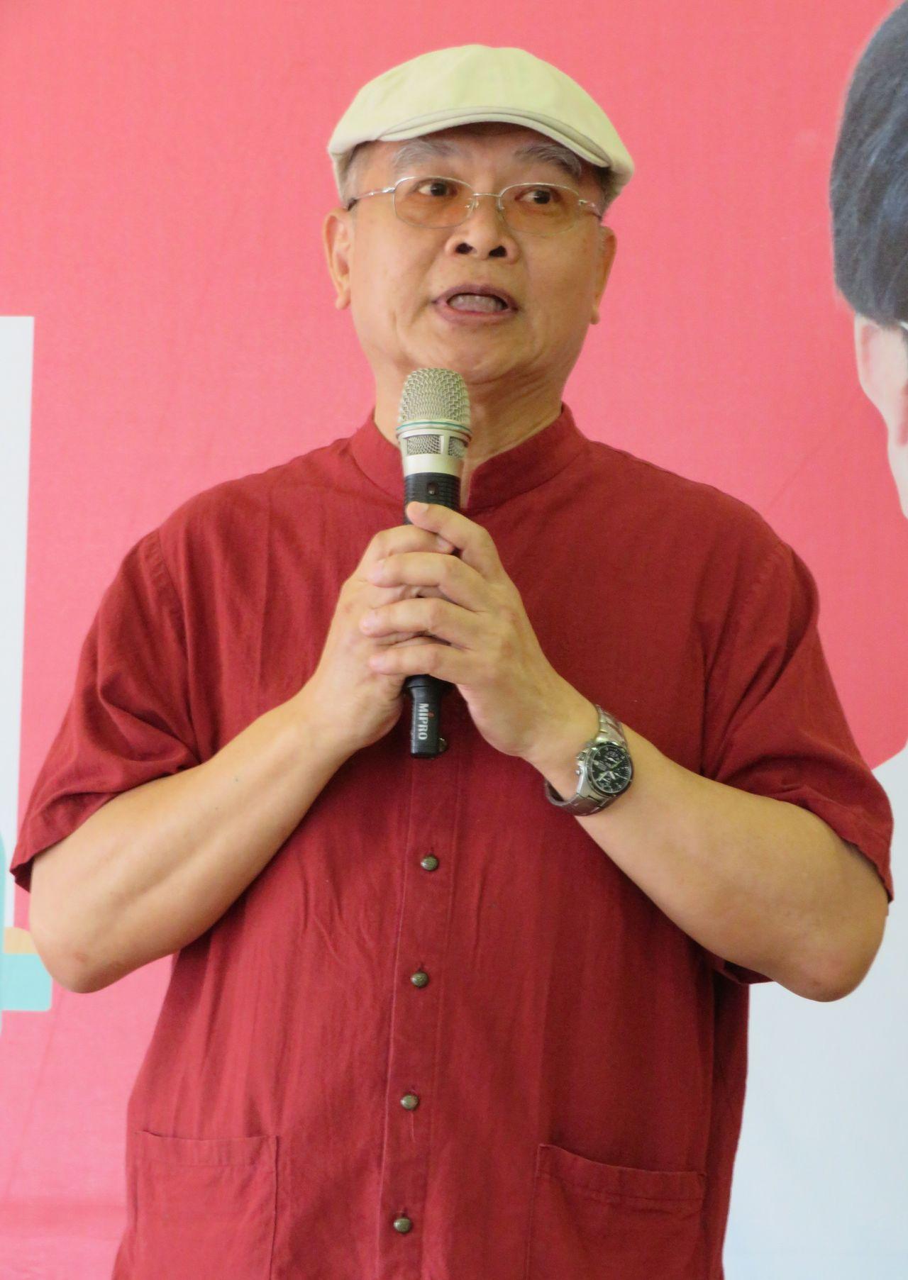 總統府發言人黃重諺日前在臉書酸高雄市長韓國瑜是「喝醉的土包子」,外界質疑是否代表...