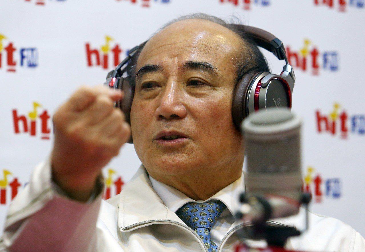 王金平接受廣播專訪。記者杜建重/攝影