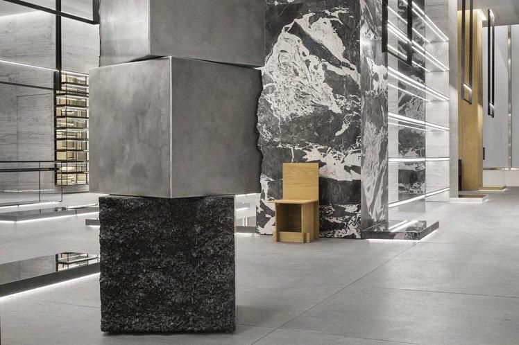 原石是CELINE紐約概念店的重要建材。圖/CELINE BY HEDI SLI...
