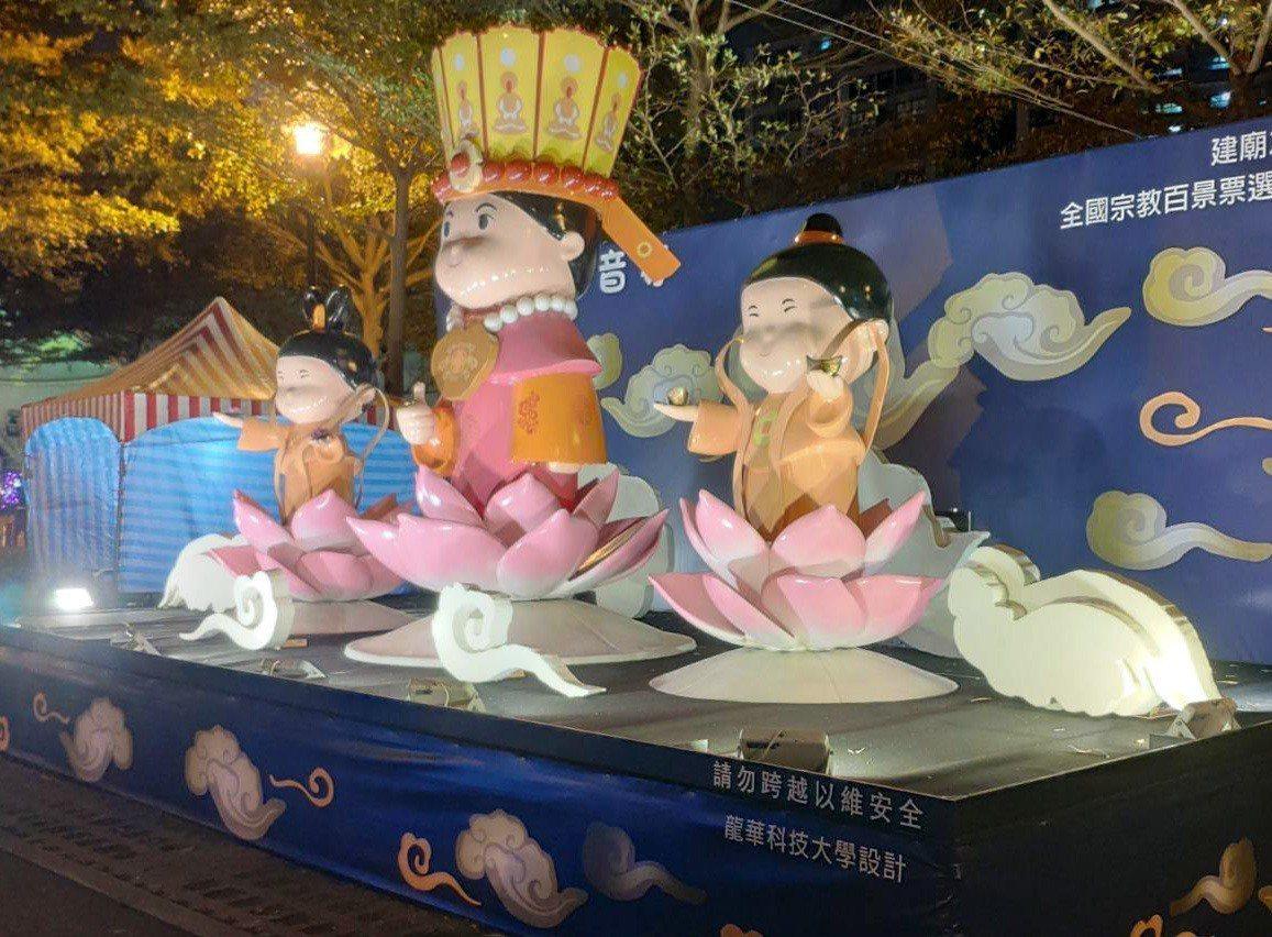 龍華科技大學為壽山巖觀音寺設計的花燈,製作成3D全息(Hologram)浮空投影...