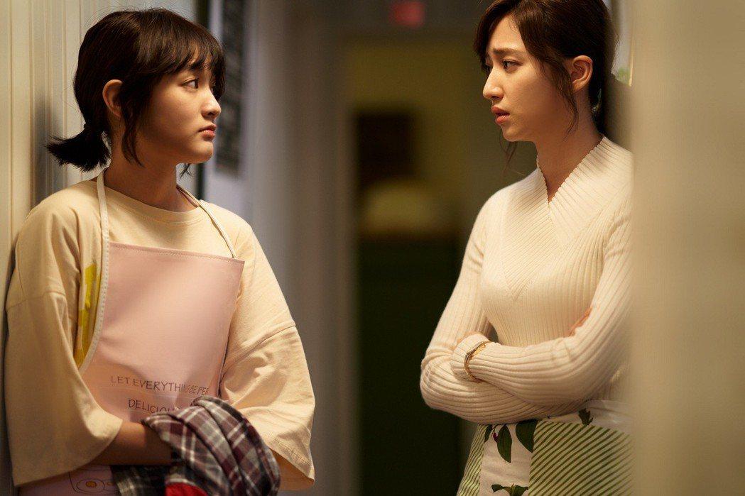 王淨(左)和謝翔雅拍戲時撞鬼  圖/東森提供
