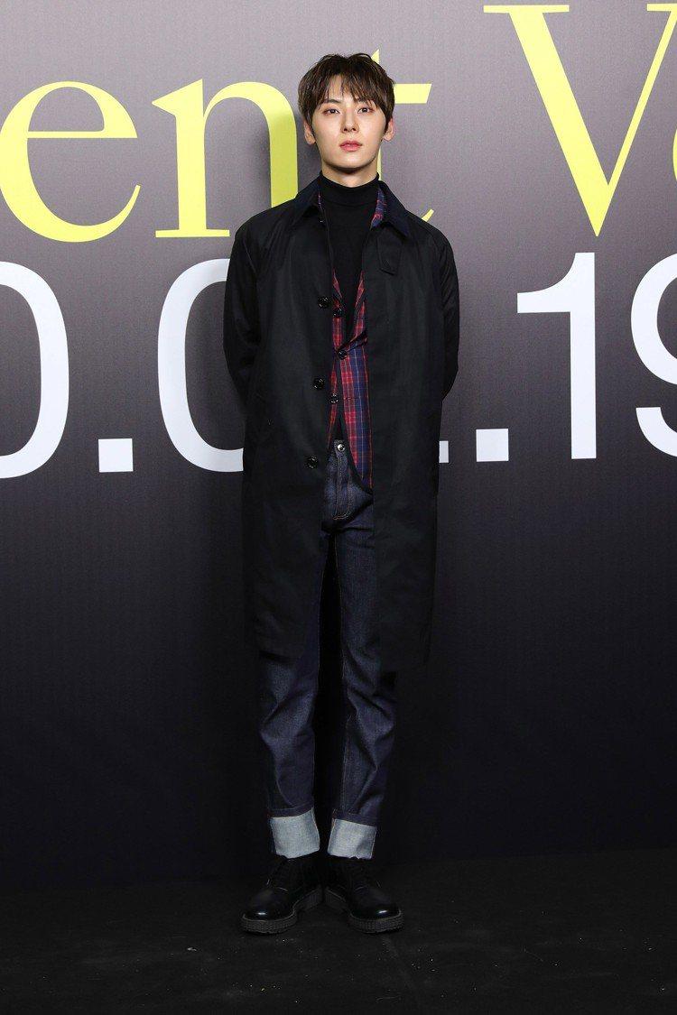 韓國人氣男團NUEST主唱黃旼炫Hwang Minhyun。圖/Moncler提...