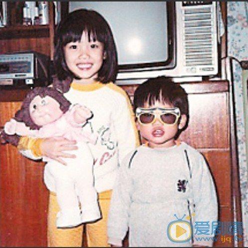 容祖兒童年模樣(左)。圖/英皇娛樂提供