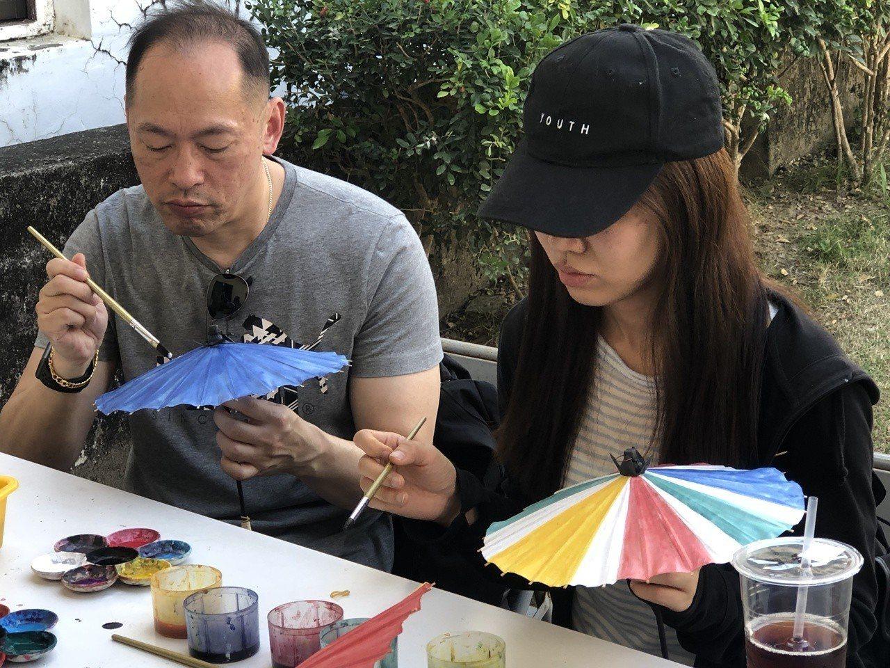 手作美濃紙傘也是一日農夫旅遊行程之一。記者謝梅芬/攝影
