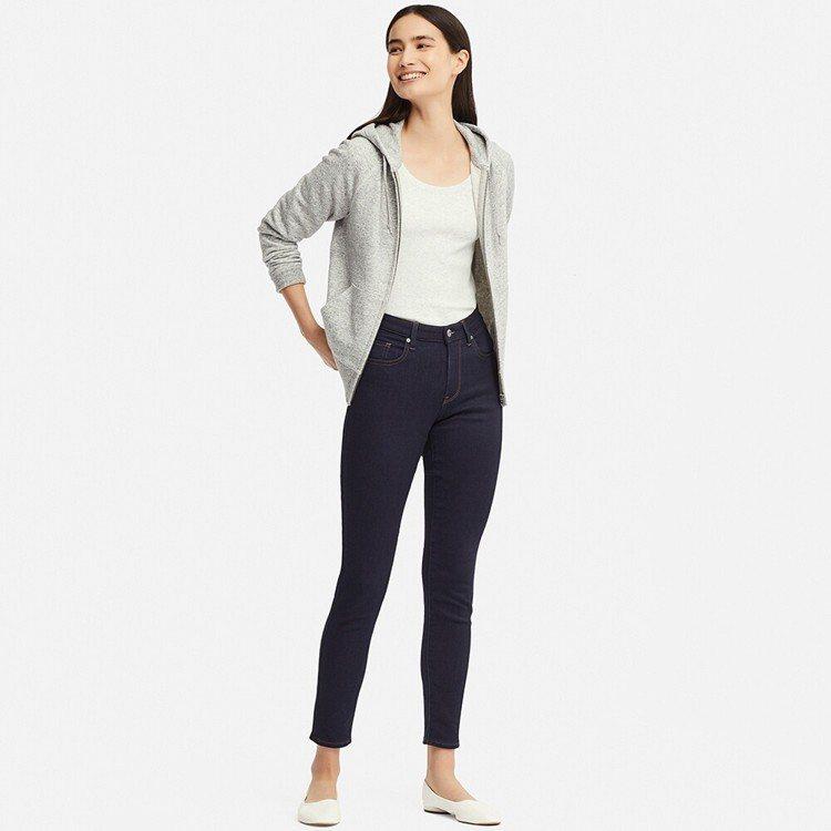 腰部自在款女裝EZY牛仔褲,售價990元。圖/UNIQLO提供