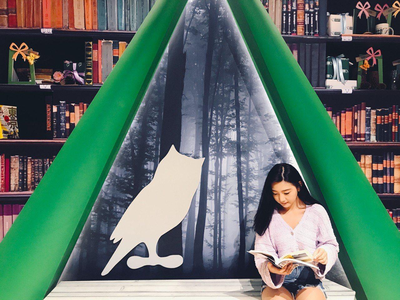 有如處在閱讀森林的書席。記者江佩君/攝影
