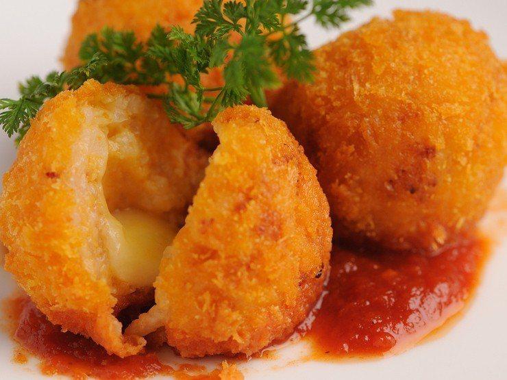 日本超人氣餐點黃金鴨肝米樂餅。圖/Due Italian提供