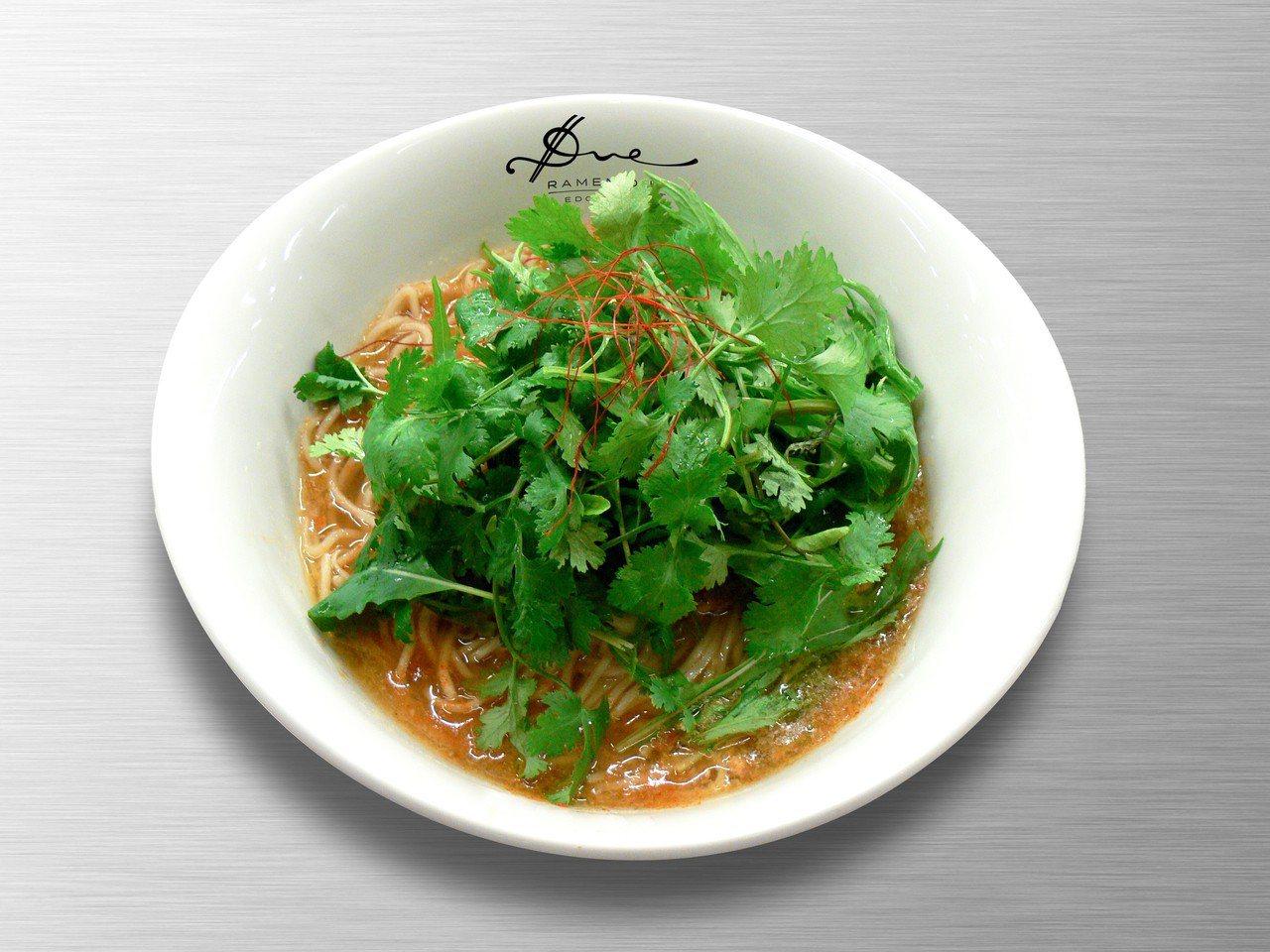 微辣口感的檸香芫荽拉麵。圖/Due Italian提供