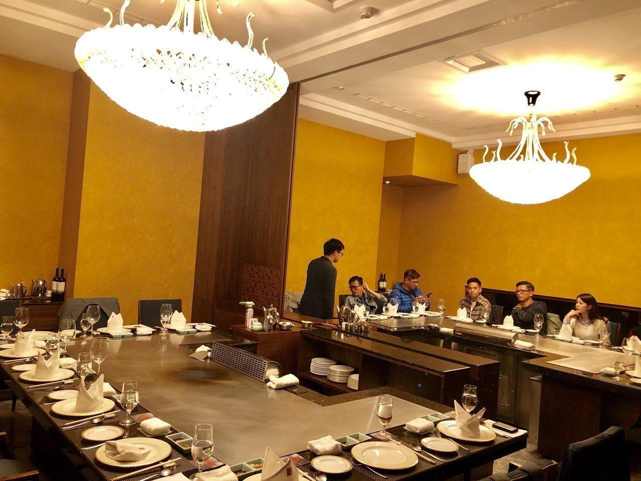 紅花鐡板燒包廂式的用餐環境,營造專屬尊榮感,50人的小型宴會廳更是堪稱市場唯一。...