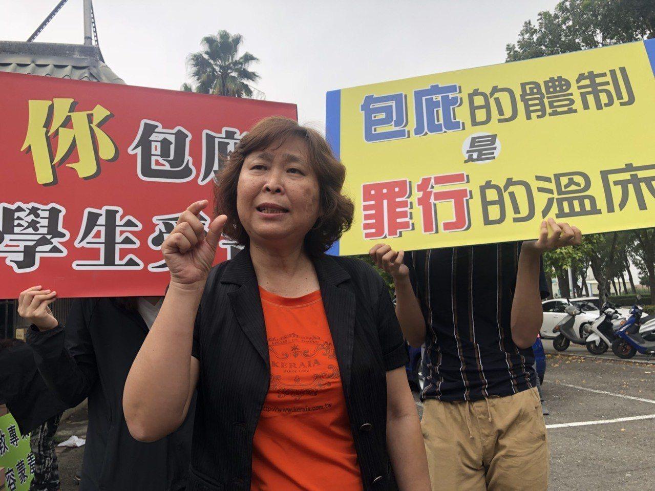 人本教育基金會南部辦公室主任張萍說,一般教評會不會開那麼久,決議還暫不公開,非常...