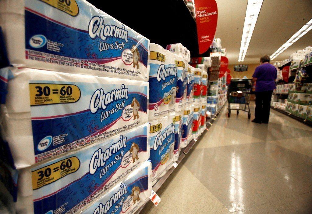 美國超市貨架上的衛生紙。(路透)