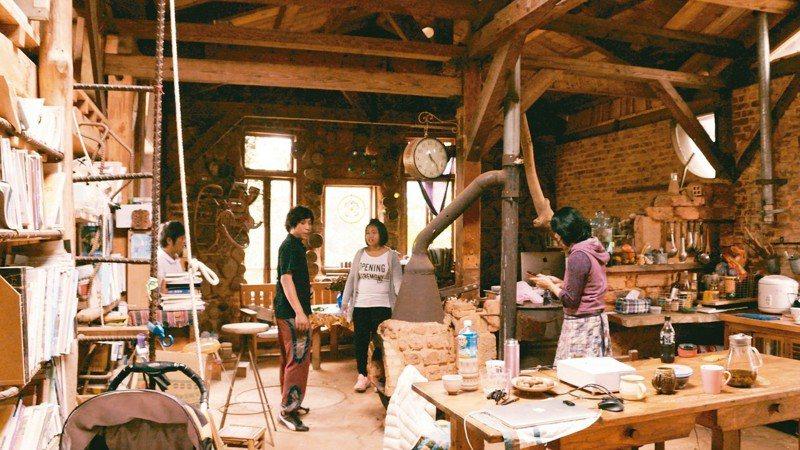 零鋼筋、手造磚 夫妻蓋自然家屋 用乾式廁所 木屑爐取暖