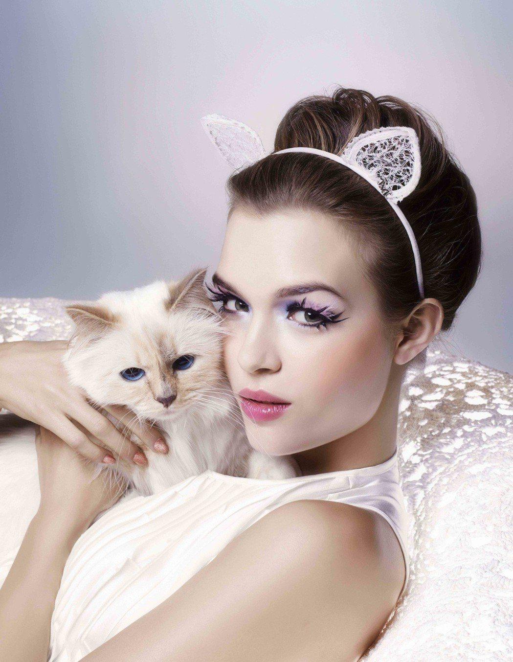 拉格斐的愛貓邱比特代言植村秀廣告,身價不菲。圖/植村秀提供