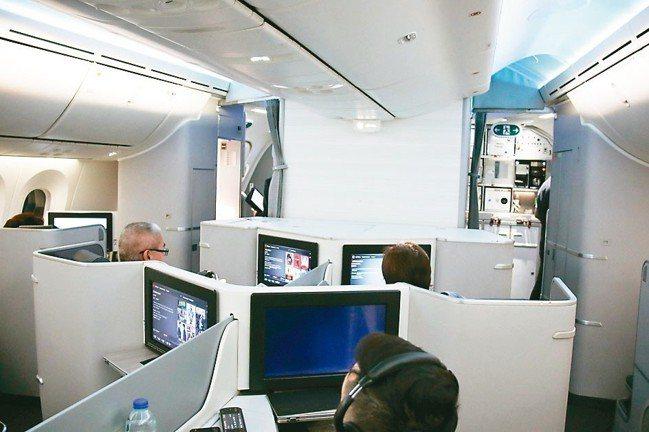 加拿大航空的尊享商務艙明亮通透,讓旅客既感到舒適榮寵,又兼顧隱私。 圖/陳志光、...