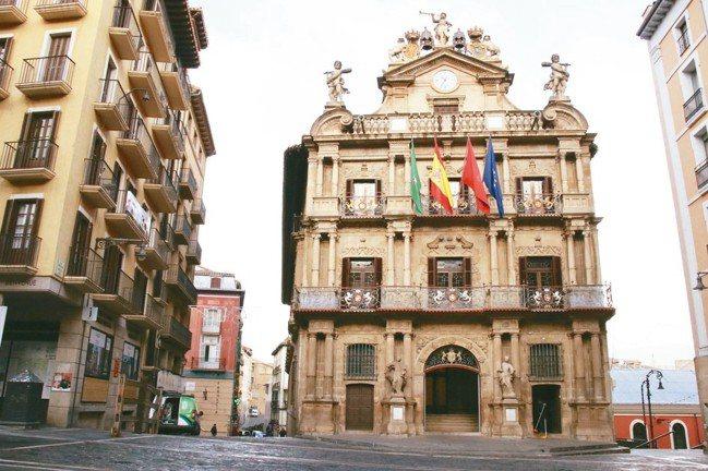 西班牙每年7月「奔牛節」的起點。 圖/陳志光