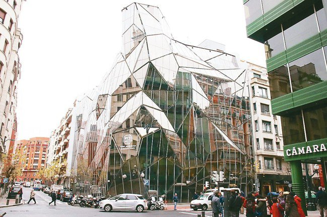 在畢爾包街上隨處可見驚人建築。 圖/陳志光