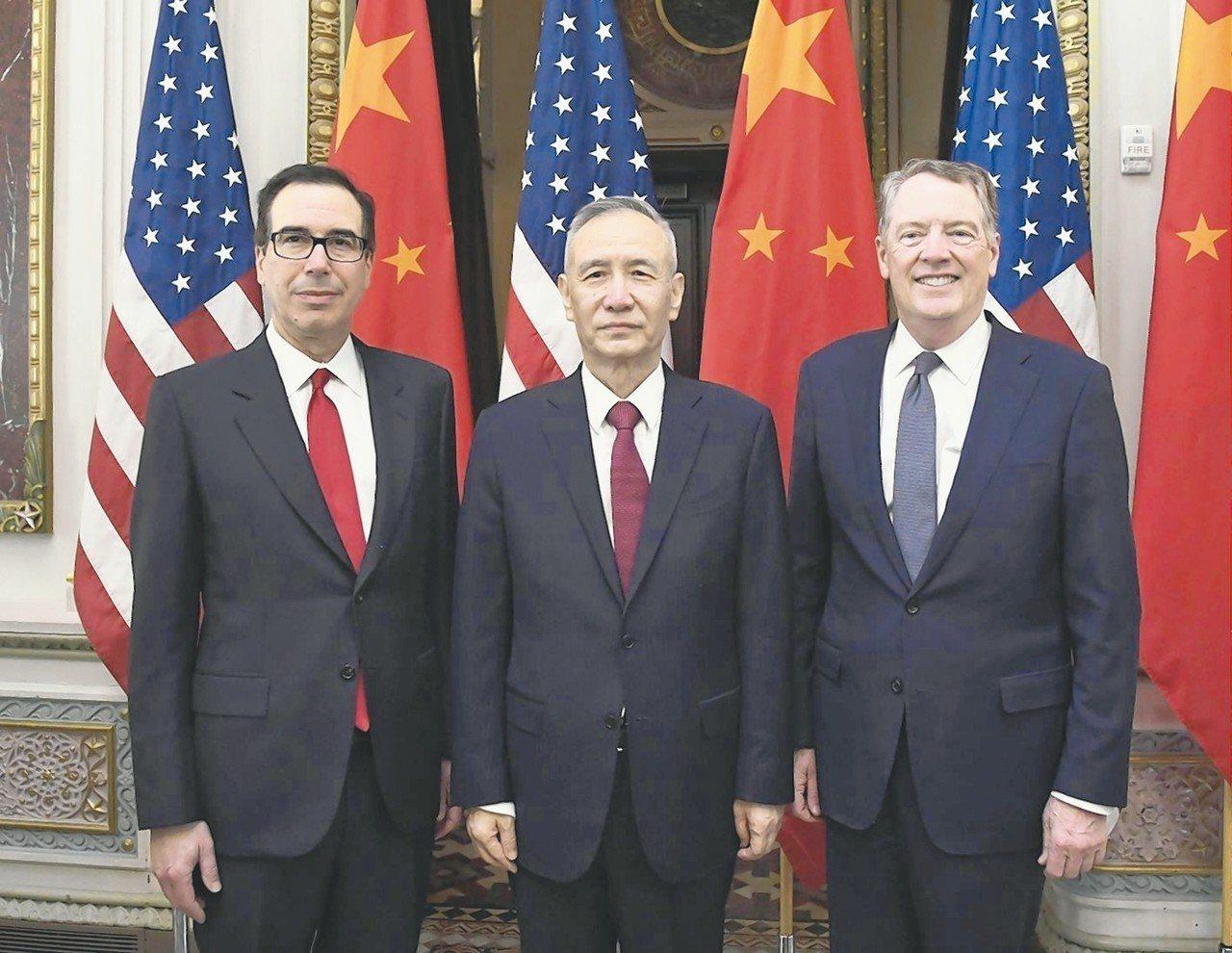 中美第七輪磋商在華府舉行,主角包括美國財政部長米努勤(左起)、中國大陸國務院副總...