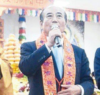 前立法院長王金平返回高雄參加祈福法會,強調他與朱立倫沒有心結。 記者徐白櫻/攝影