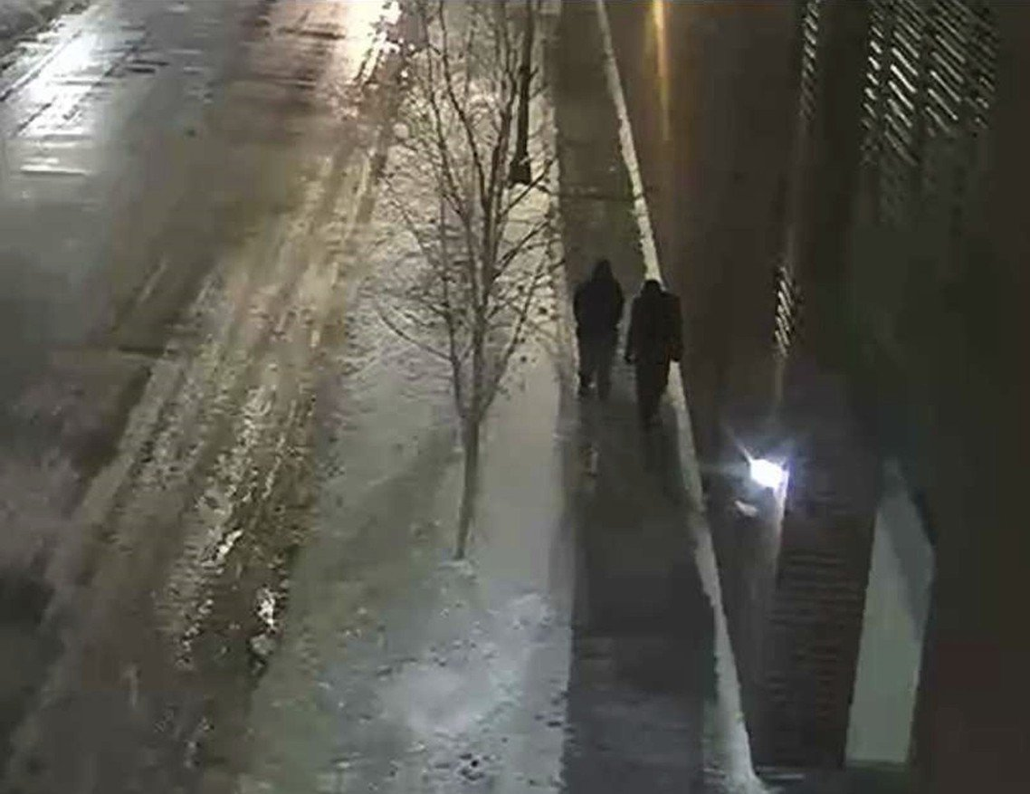 芝加哥警方取得的1月30日監視器影像,在史莫里特「遇襲」的建築周邊,拍攝到嫌犯二...