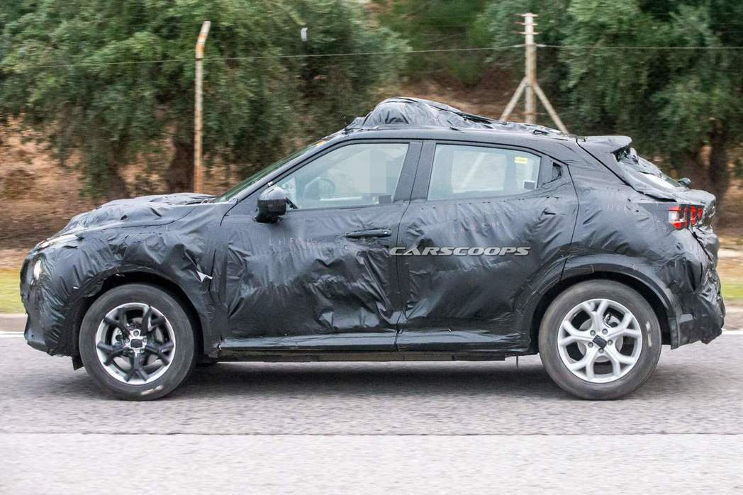 第二代Nissan Juke仍舊保有隱藏式後車門把手的設計。 摘自Carscoo...