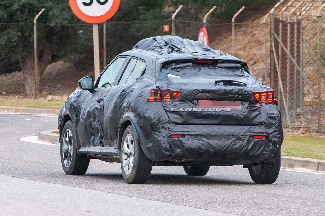 新世代Nissan Juke的尾燈造型,已經不是現行版的迴力鏢式樣了。 摘自Ca...