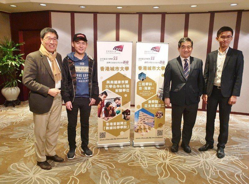 香港城市大學校長郭位(左1)、副校長任廣禹(右2)與台灣學生代表,包括香港城大一...