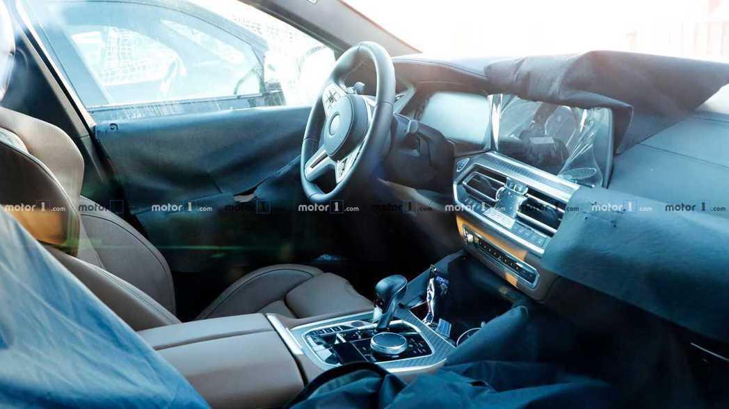 新一代BMW X6 M無偽裝內裝照曝光,整體格局與新世代X5極為相似。 摘自Mo...