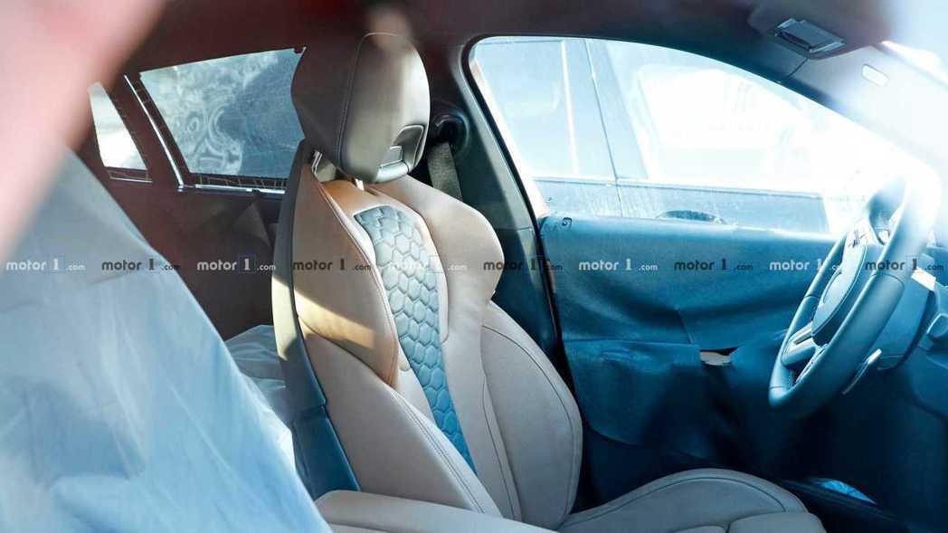 新世代BMW X6 M內裝無偽裝照。 摘自Motor 1