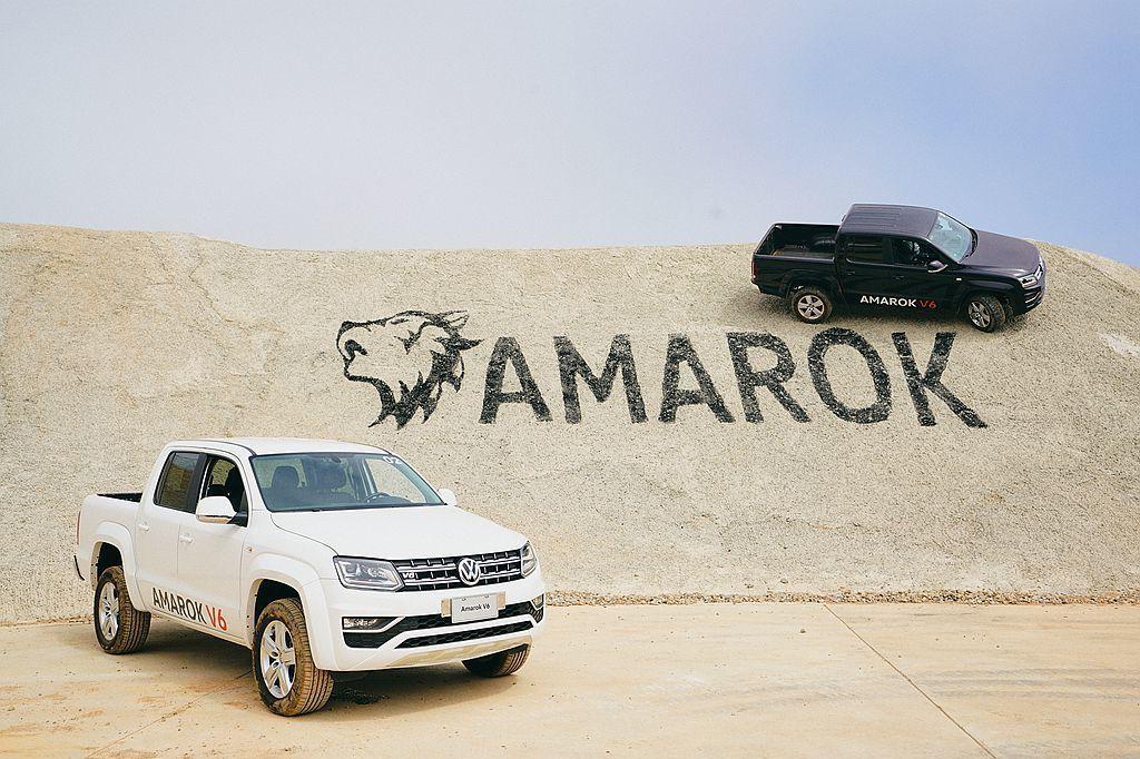 福斯商旅Amarok V6 搭載傳輸效能高的八速Tiptronic手自排變速箱,...