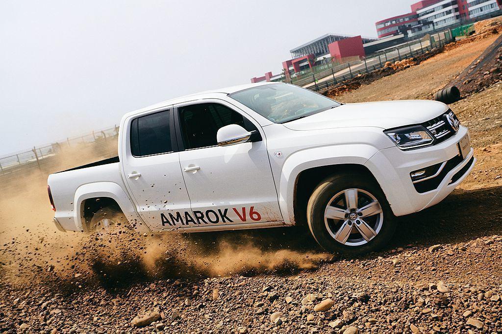 為充分展現福斯商旅Amarok V6剽悍之姿,福斯商旅特別選在麗寶國際賽車場邀請...