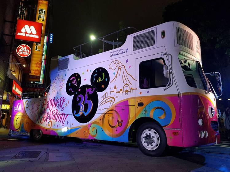 為35週年慶特別遊行所打造的花車「Dream Cruiser III」。記者陳睿...