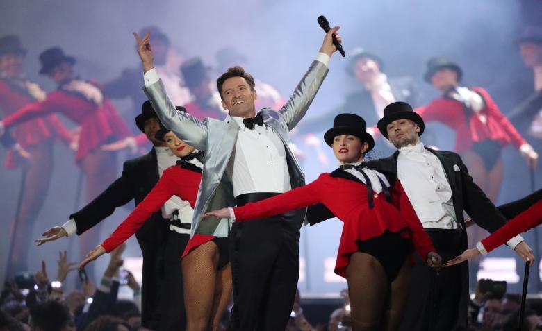 休傑克曼在全英音樂獎頒獎典禮重現「大娛樂家」丰采。圖/路透